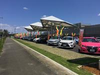 トヨタカローラ沖縄の県内最大の中古車展示場です、常時100台以上の展示車両!!