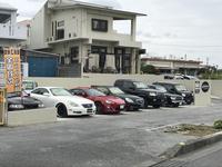 車両展示場 (歩道、路側帯が広く停車しやすくなっております。)