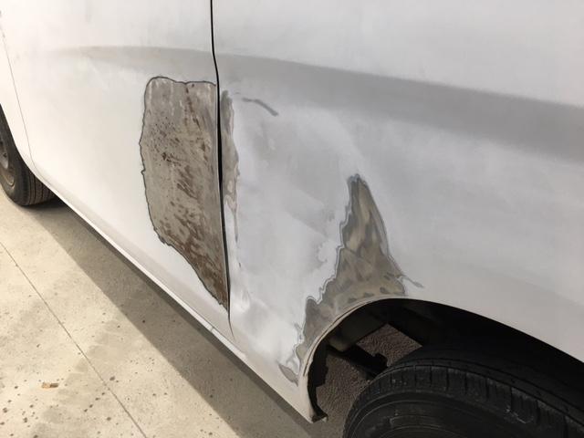 ドア板金修理・保険事故対応までサポートさせて頂きます。