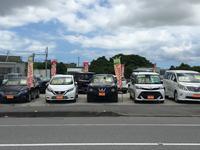 沖縄北インターを降りて2個目の信号を左(ファミリーマートの十字路)2分ほど直進すると右手にございます