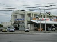 サンエー具志川メインシティから赤道向けにございます。セブンイレブンうるま赤道店向かいとなります。