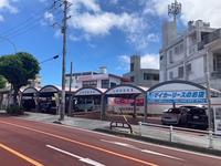 那覇市首里鳥堀交差点の角に店舗がございます。南風原方面からは右手、古島方面からは左手となります。