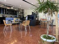 店舗内は、カフェをイメージし、女性お一人でも気軽にご来店頂ける雰囲気となっております。