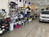 店舗内 PROコーティング併設店なのでクルマをキレイにする道具が沢山あります。