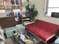 休憩スペース 商談や作業待ち時間は ソファーでお寛ぎ下さい。