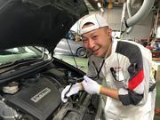 サービススタッフ ディマル・サミンタ