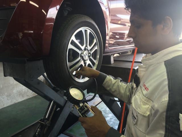 タイヤの空気圧チェックなどの作業もお任せください!