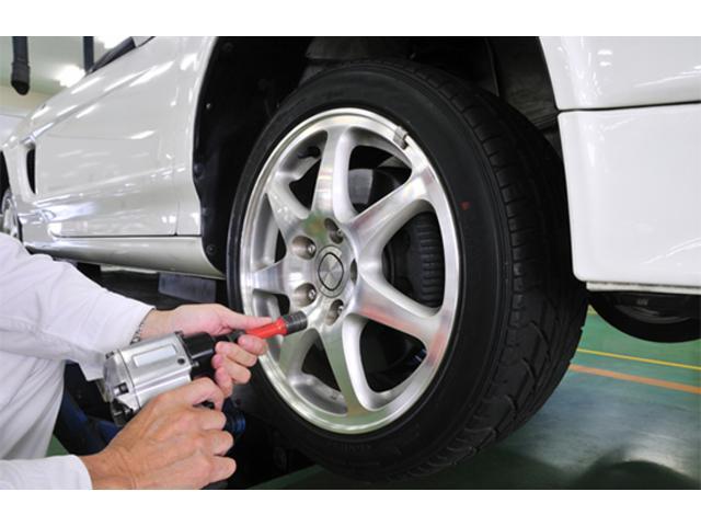 トラブル防止や性能維持のための点検整備を加えた、陸運局認証工場の整備付き車検なら安心です。