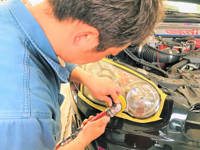 車検ユーザーには、ヘッドライト磨きを行います♪