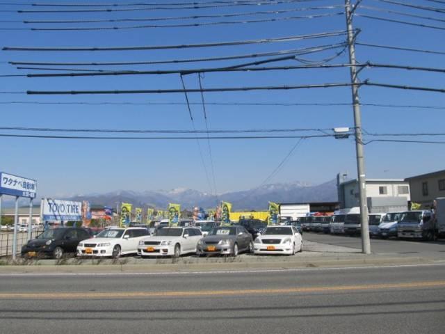 ワタナベ自動車の展示場です☆綺麗に車を仕上げてお待ち致しております!