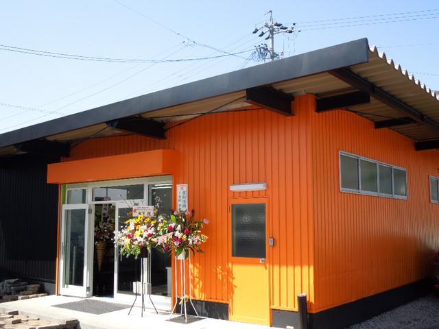 オレンジの建物が事務所となりますfreestyle7.com他中古車輌ありますよ。