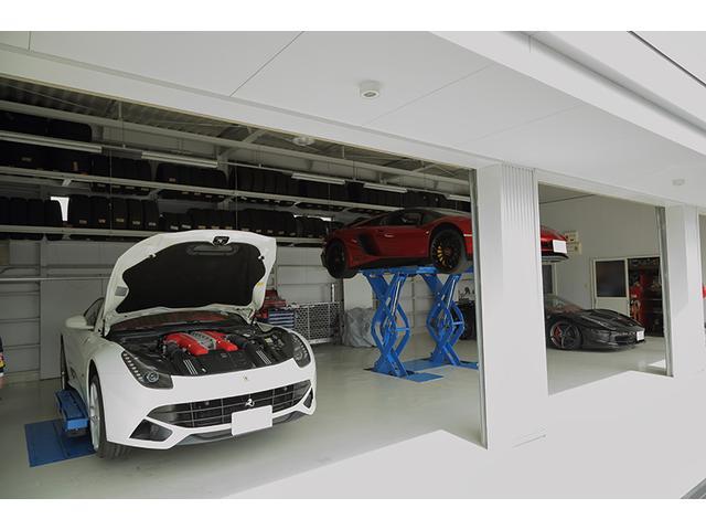 自社整備工場を完備しておりますので、プロのメカニックが貴方のお車を完全フルサポート!