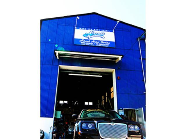 ご来店いただく際は青い工場が目印!分かりにくければお気軽にお電話くださいね。
