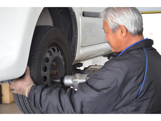 タイヤを付け替えます。