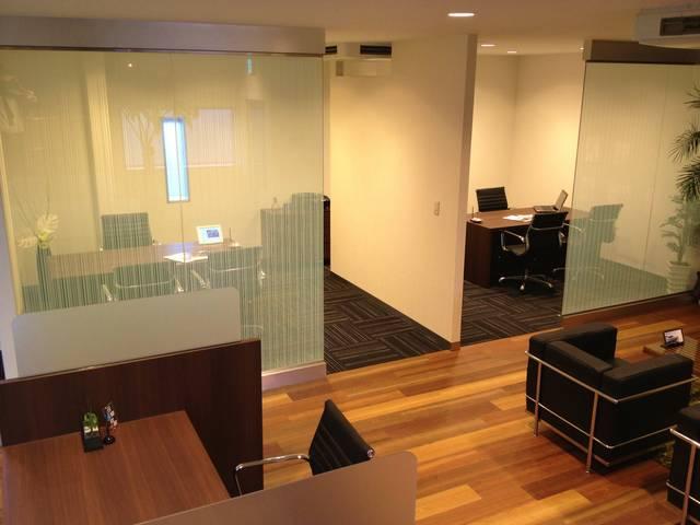 【商談スペース】レクサス店のような、プライバシーを保てる商談スペースをご用意しております。