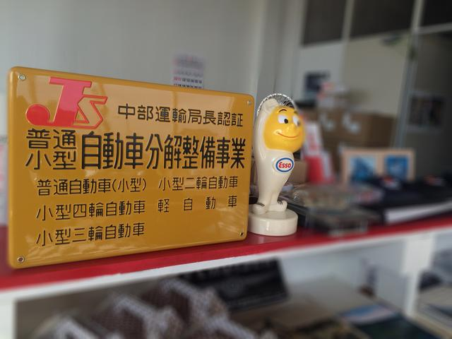 国の認可を受けた認証工場を併設。輸入車店にありがちな自社工場ではありません。