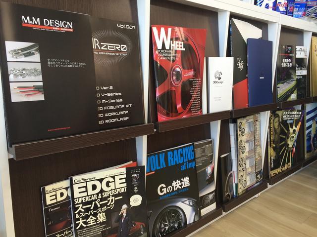 カー雑誌も置いてあります。作業の待ち時間などもごゆっくりお過ごしください。