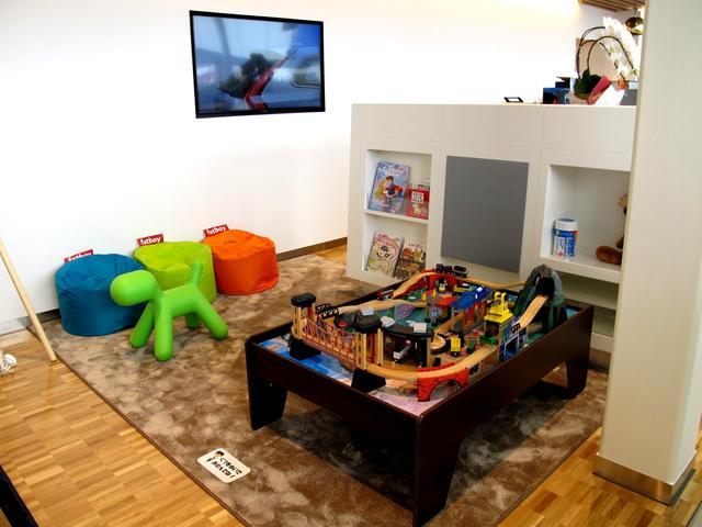キッズスペースにはスウェーデン製のオモチャを設置。ご家族連れでもゆっくり過ごせます