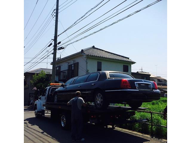 大型の輸入車に対応する積載車を2台あります。