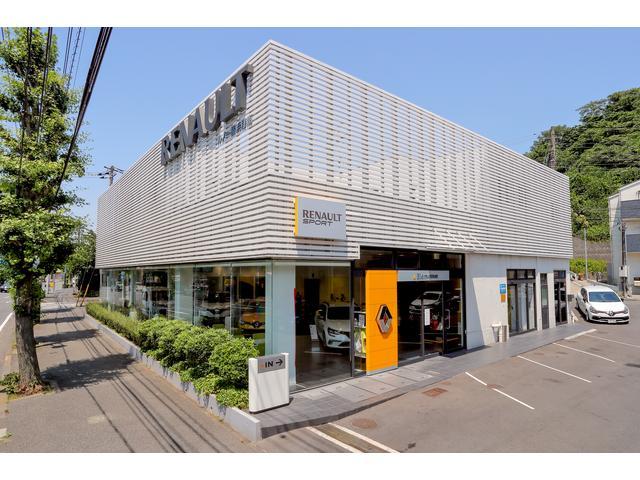 T字路の鎌倉街道、野庭団地入口交差点に面した場所にルノー横浜港南店はあります。