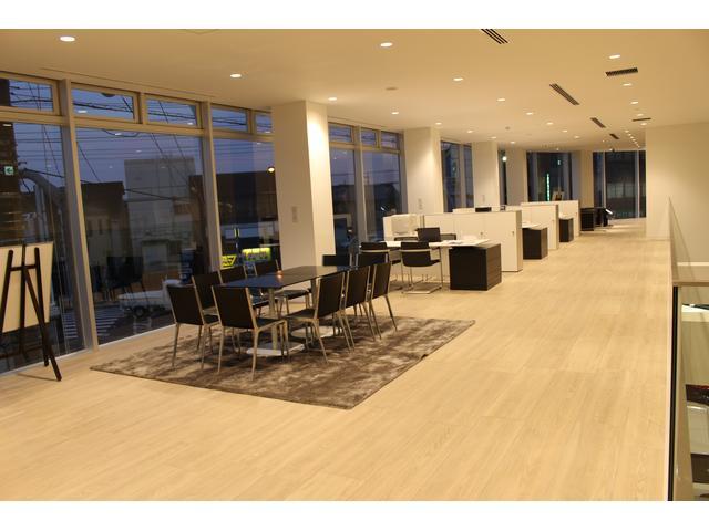 2Fにも商談スペースがございます。お客様のご来店、心よりお待ちしております。