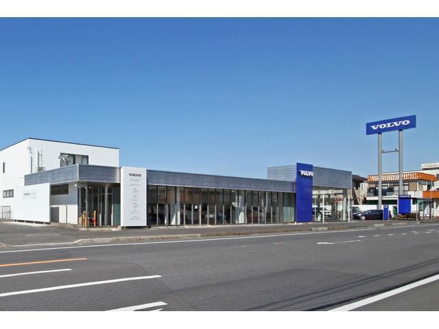 R6陣が前交差点を旧市川松戸線(中山競馬場方面)約400mに新車及び中古車展示場を立地しています