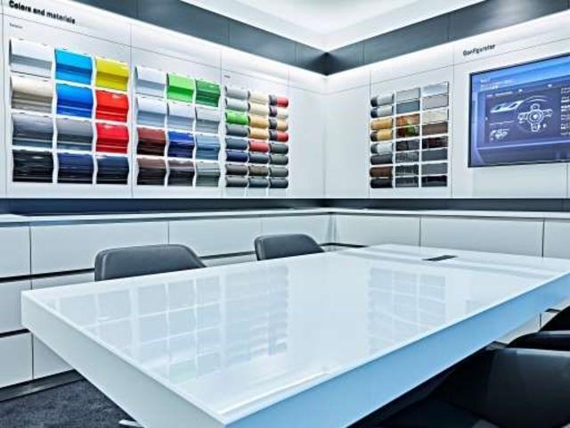 カラーサンプルなどを展示したコンフィギュレーションルーム。