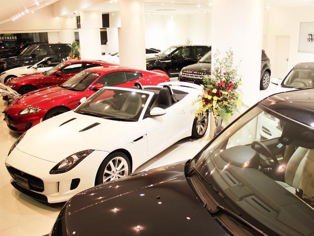 ショールームでゆっくりとお車をご覧いただけます。