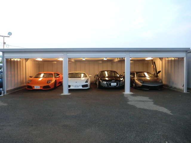 もちろん国産車の在庫も常時ございます!ご来店いただき在庫に無い車種もお探しいたします!
