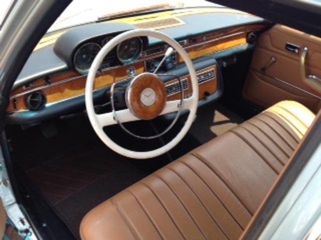 前オーナー様の愛情まで感じ取り、希少車を中心に程度の良い車両を厳選し仕入れをしております。