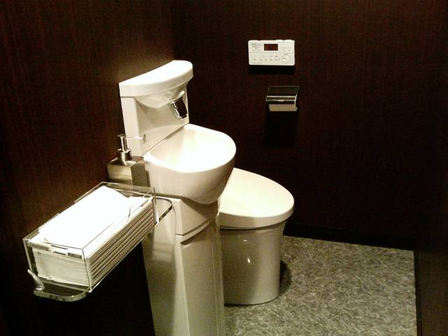 女性のお客様にも嬉しい清潔で使いやすいトイレを完備。