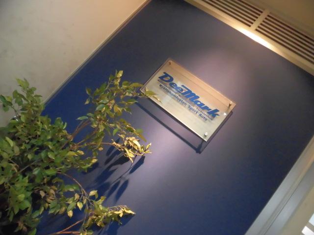 地下B1ショールームVW AUDIのアフターパーツが豊富。