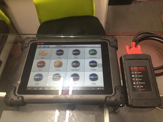 専用コンピューター診断機も完備しております。