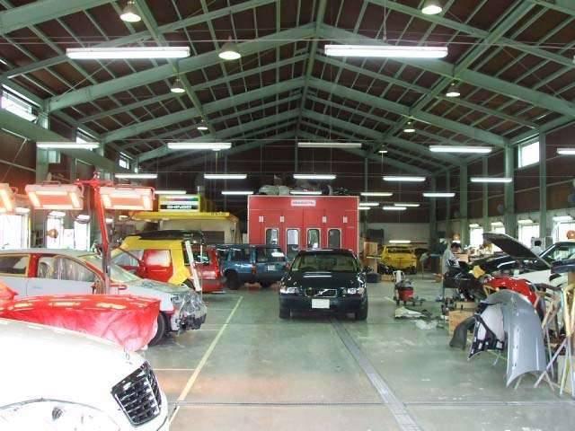 様々な車種メーカー・車両サイズ・年式のお車にも、対応出来るように、可能な限りの設備を整えております