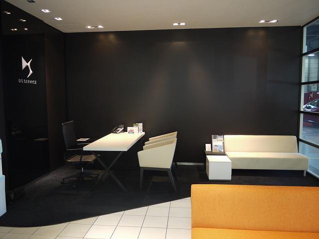大型サービス工場完備。車検整備〜修理・点検までお任せ下さい!経験豊富なスタッフがご対応致します!
