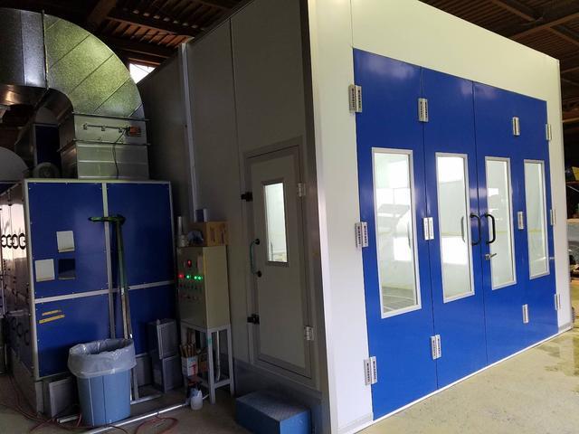 自社工場にて専用の塗装ブースを2基保有しており、カスタムや板金塗装を迅速に受け入れが可能です。
