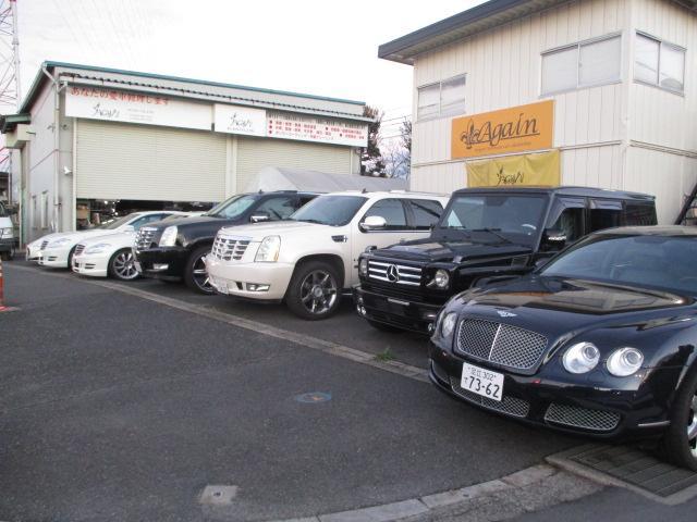 展示場は第1~第3まで有り、セダン、SUV、ミニバンと別れてます。