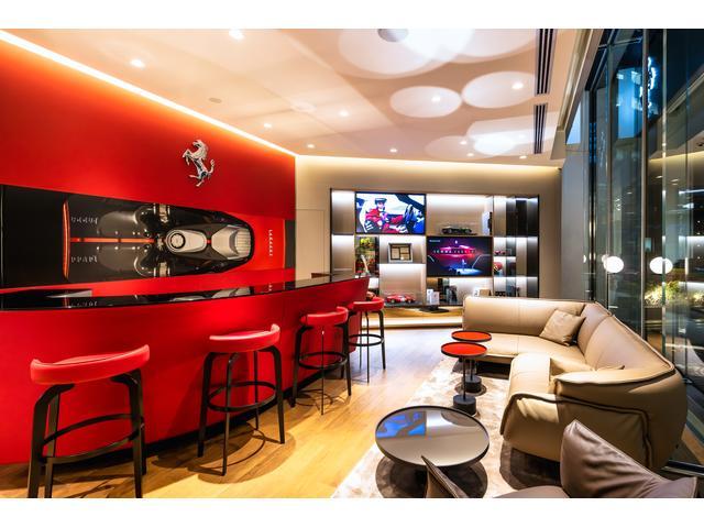 青山アトリエではフェラーリのパーソナライゼーションの神髄を体験いただけます。
