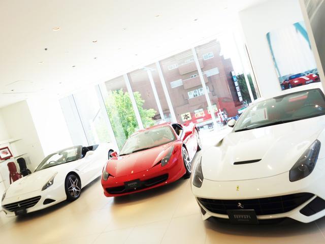 2Fにもショールームがございます。オプション製品やフェラーリグッズも多数展示。