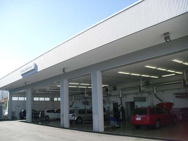 VW社最新診断機器と車検ライン完備の指定整備工場。同時整備6台のピットを完備!
