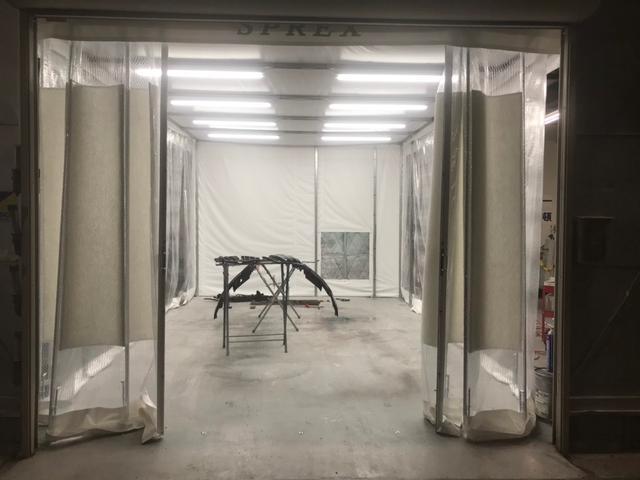 当社横浜キズヘコミ修理センターでは、塗装専用ブースも完備!通話料無料 006697495450