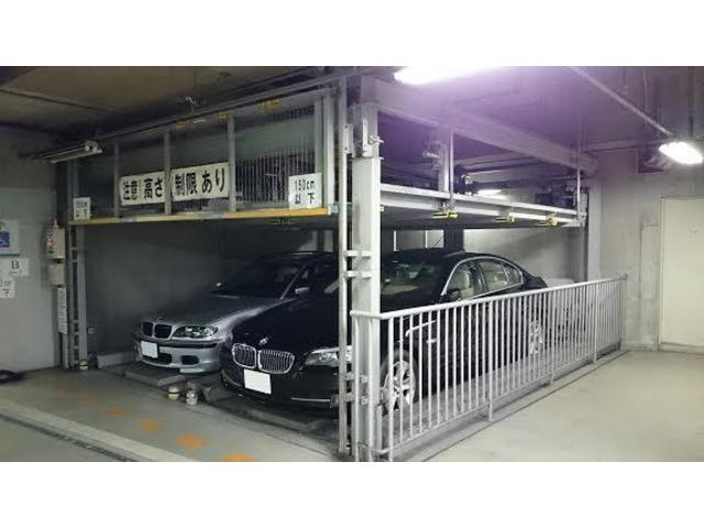 ストック車両は屋内保管をさせて頂いております。夜間や悪天候でもごゆっくりお車をご覧になって頂けます。