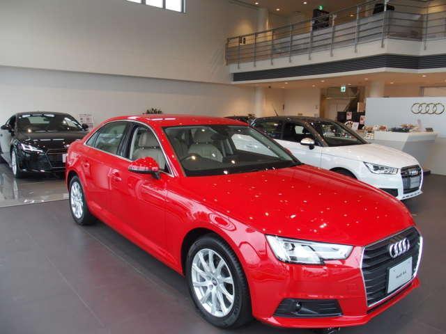 ●新型モデルも常時展示中。常に最新モデルをご覧頂けます。新車と並行して認定中古車をご検討頂けます。