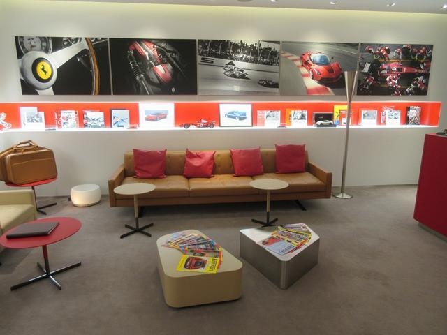 美しいレセプションエリア、ラウンジスペースをご用意し、お客様にお寛ぎ頂けるスペースをご提供いたします