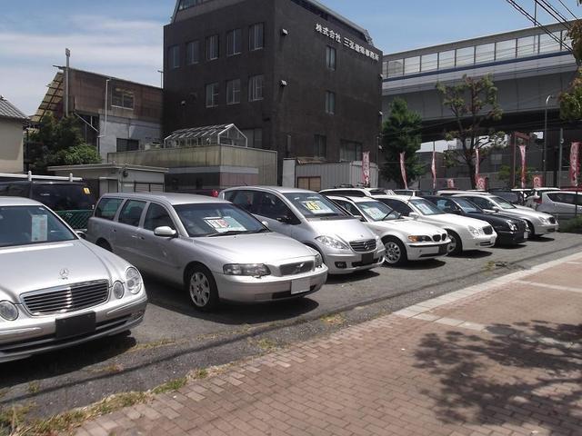 展示場を増設しました!!お買得なお車も増えておりますので是非足をお運び下さい。