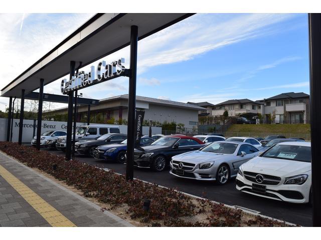 広大なスペースにはサーティファイドカーを常時30〜40台展示しております。