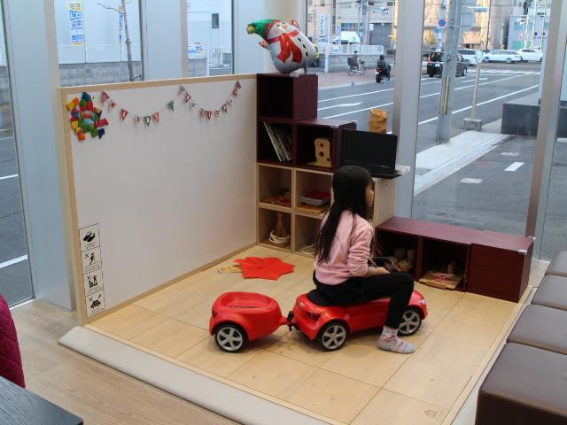 キッズスペースもございます。小さなお子様とご一緒のお客様も安心です。Audi風船プレゼント!!
