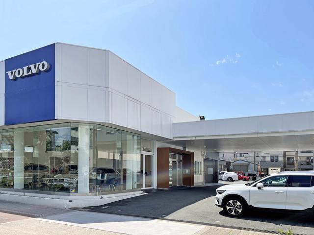 当店の中古車部門は大阪中央と東住吉の両拠点分を兼ねており日本最大級の在庫台数を誇ります