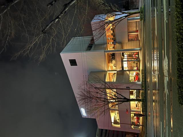 本社ビル。ハイクオリティカー展示、2階には商談スペースも完備。全国納車も可能。ご相談下さい。