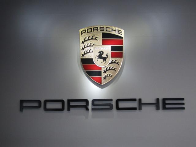 高いクオリティと信頼をお約束するポルシェ認定中古車は、豊富な在庫と経験を誇る当社へご相談下さい。